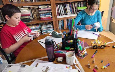 kids-doing-crafts